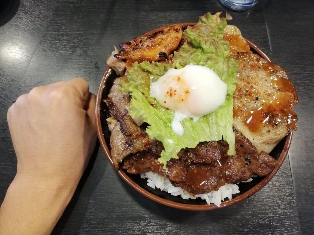秋葉原『焼肉丼たどん』のBIG丼の写真