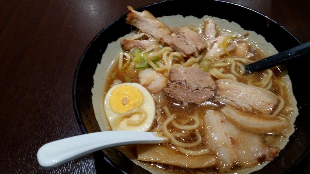 大塚『北大塚ラーメン』のチャーシュー麺の食べかけの写真