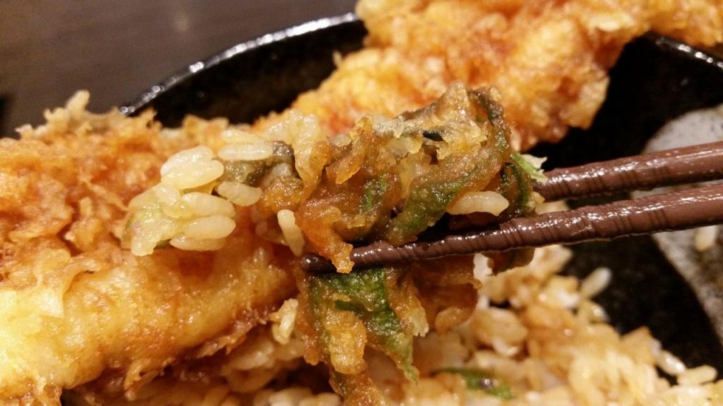 浅草『天丼秋光』の五代目天丼に乗っている、野菜の天ぷらの写真