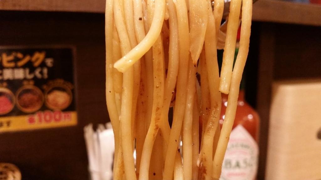 上野『ロメスパバルボア』の、麺のアップ写真