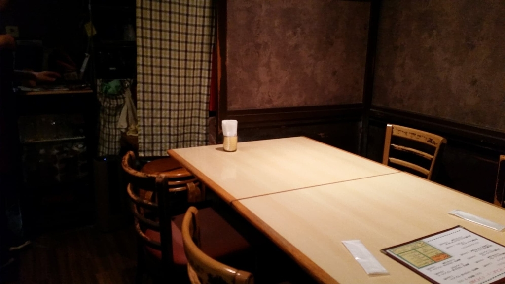 池袋『ウチョウテン(UCHOUTEN)』のテーブル席の写真