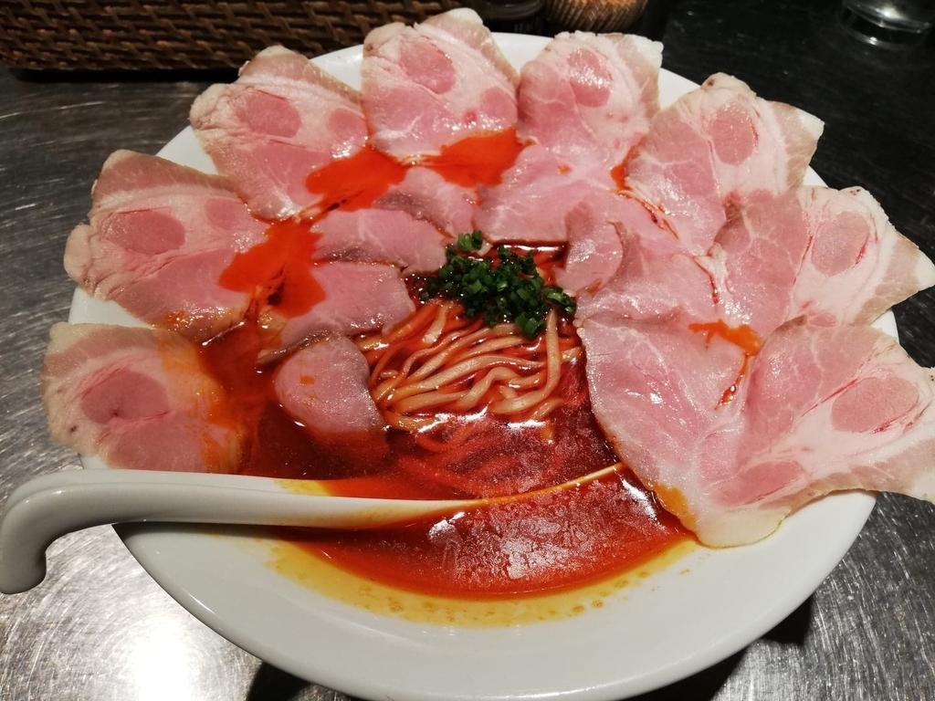 記事トップの、上野『さんじ』の赤潮ラーメンの写真