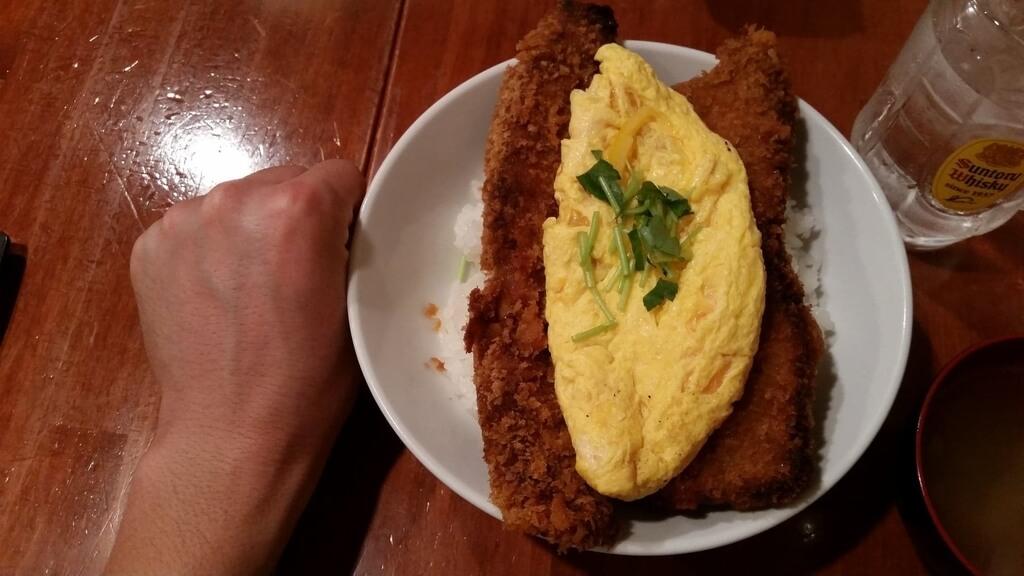 拳と炉端バルさま田のとろとろ玉子の角煮かつ丼ダブル大盛りのサイズ比較
