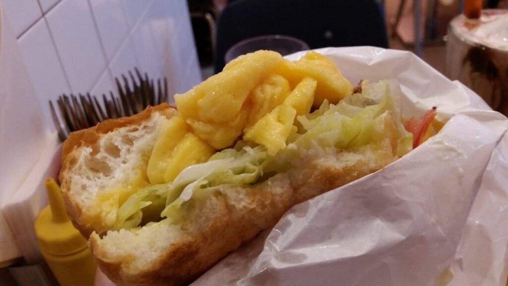 食べかけの、上野『バーガークレイン(BURGER&MILKSHAKE CRANE)』のスーパーチーズバーガー