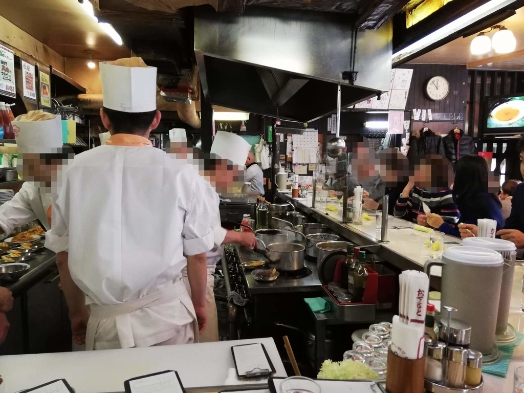 浅草『洋食屋ヨシカミ』の店内写真①