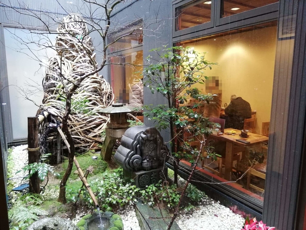 長崎『吉宗本店』の一階にある庭のような部分の写真