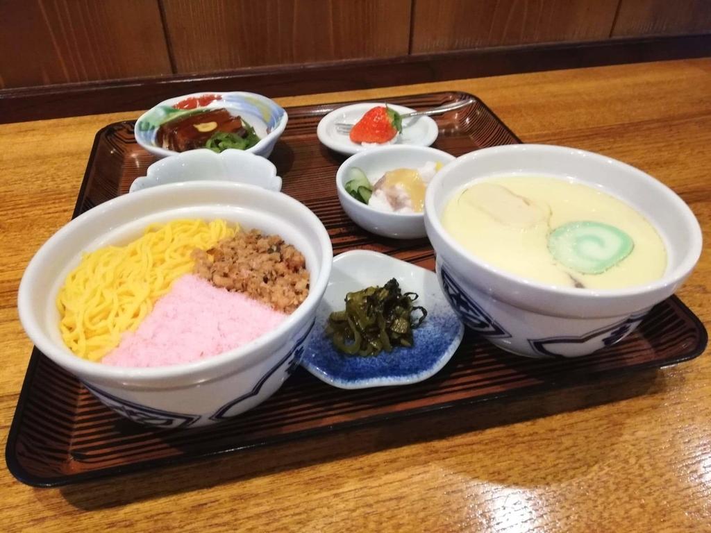 長崎『吉宗本店』の吉宗定食を斜めから撮った写真