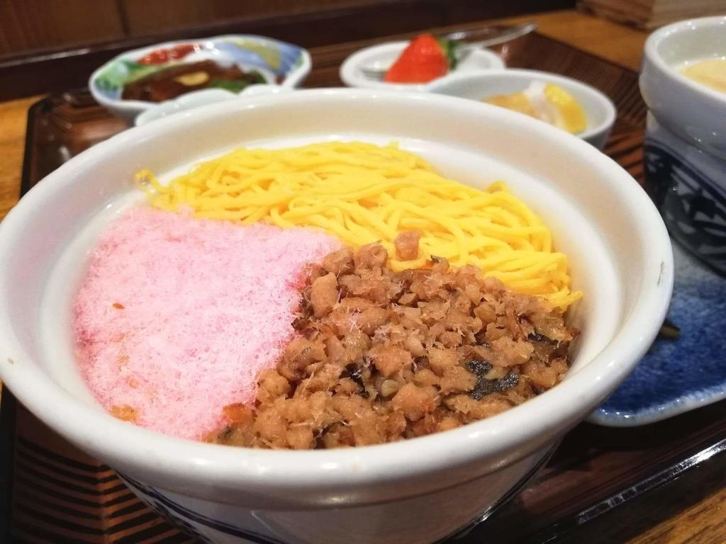 長崎『吉宗本店』の吉宗定食の、蒸寿しの別角度のアップ写真