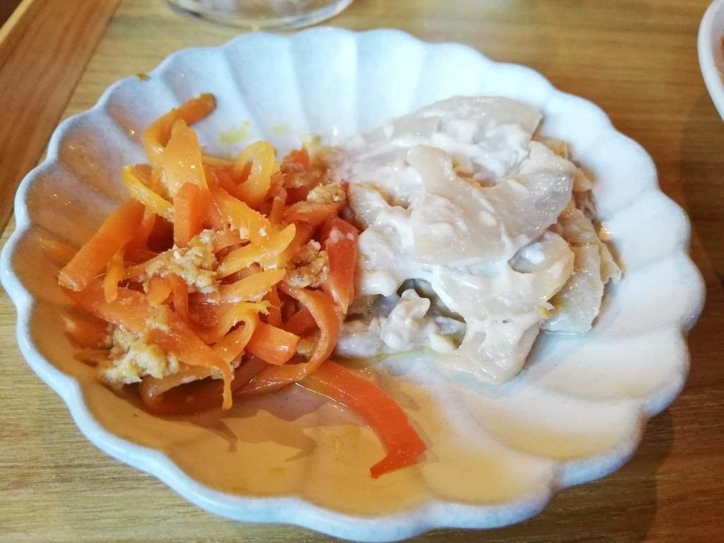 北千住のカフェ『寛美堂』のガパオライス定食についているサイドの小皿写真