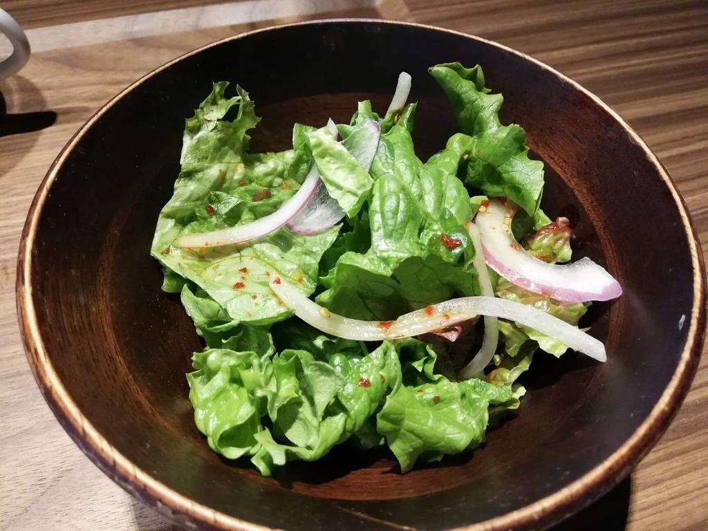 新宿『焼肉ブルズ』のサラダの写真