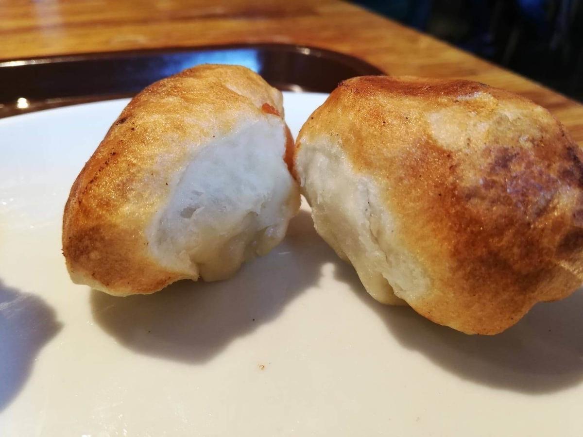 残り少しの、亀有『ホワイト餃子』の焼き餃子の写真