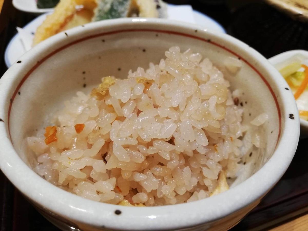 稲田堤『石づか』の炊き込みご飯の写真