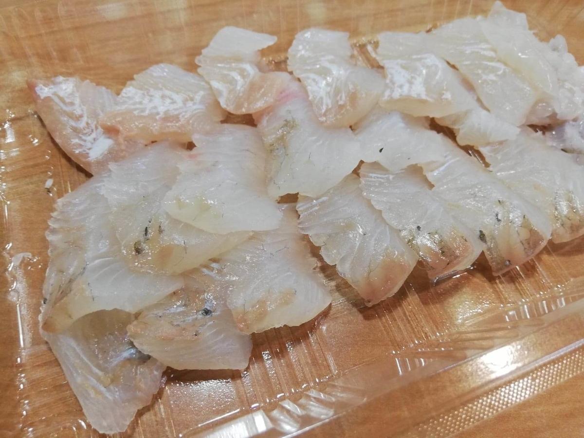 秋田市民市場のヒラメの刺身の写真
