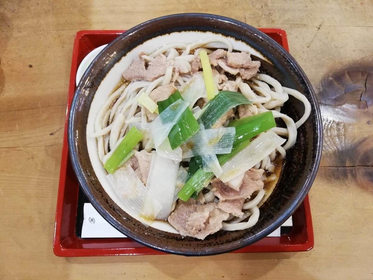 記事トップの、『浅草角萬』の冷やし肉南蛮の写真