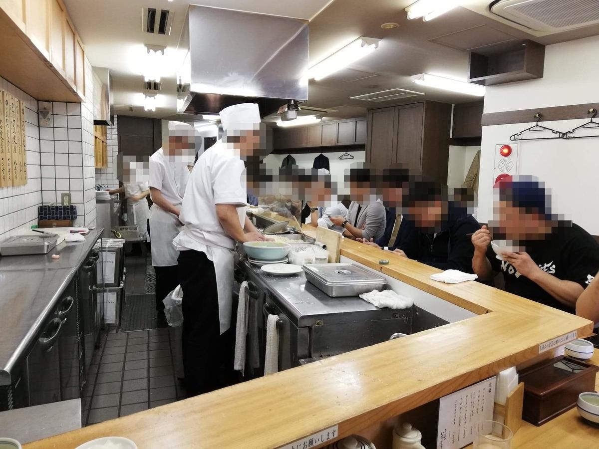 高田馬場『とんかついちよし』の店内写真