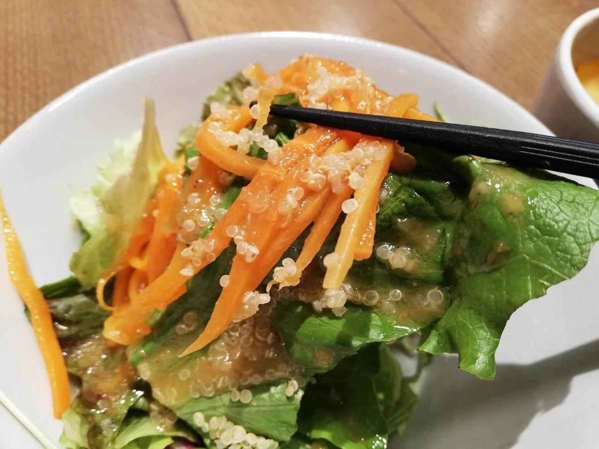 池袋『CHEESE CHEESE & Meat. COMTE』のサラダのアップ写真