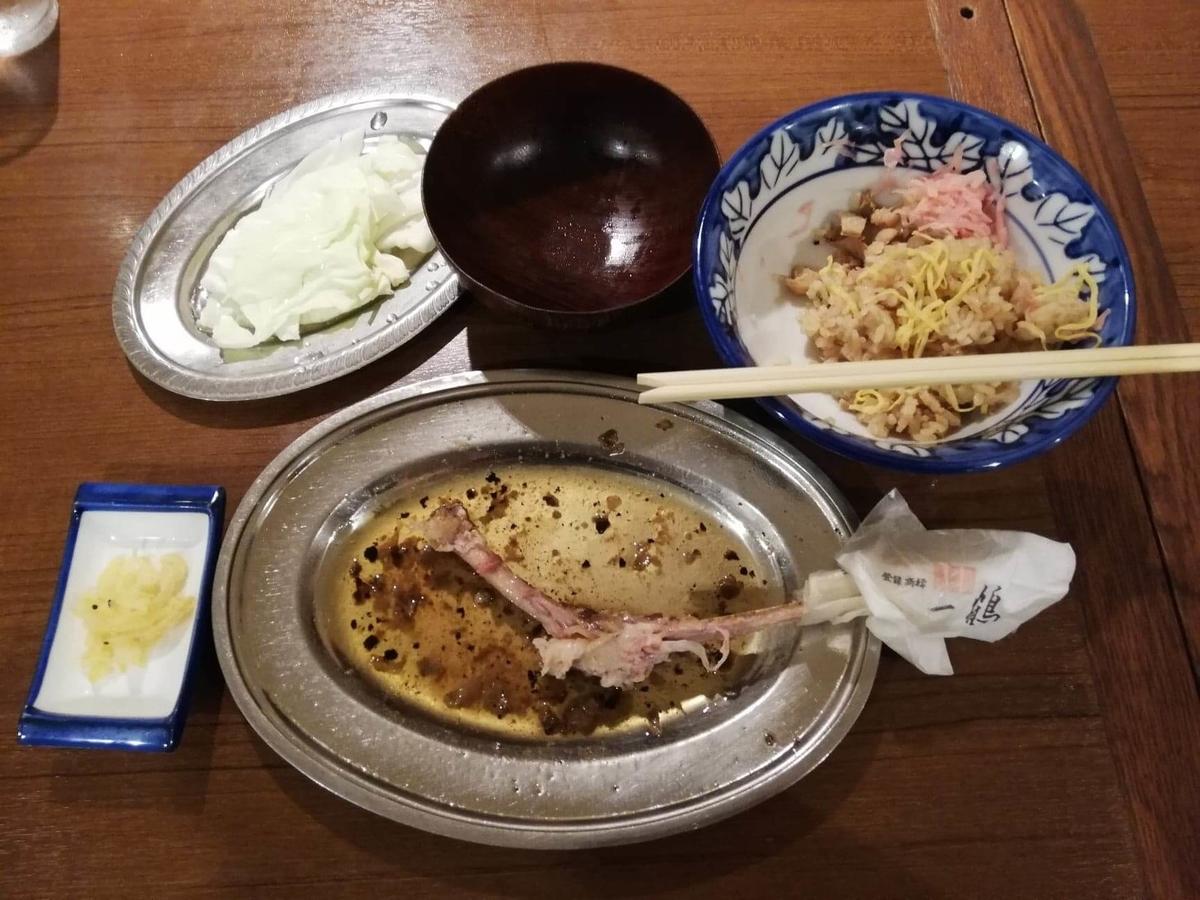 香川県高松市『骨付鳥一鶴』の、残り少しの料理の写真