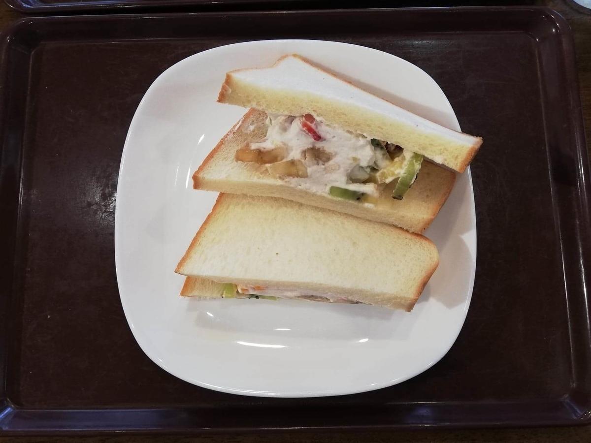 香川県高松市『三びきの子ぶた』の、フルーツサンドウィッチの写真