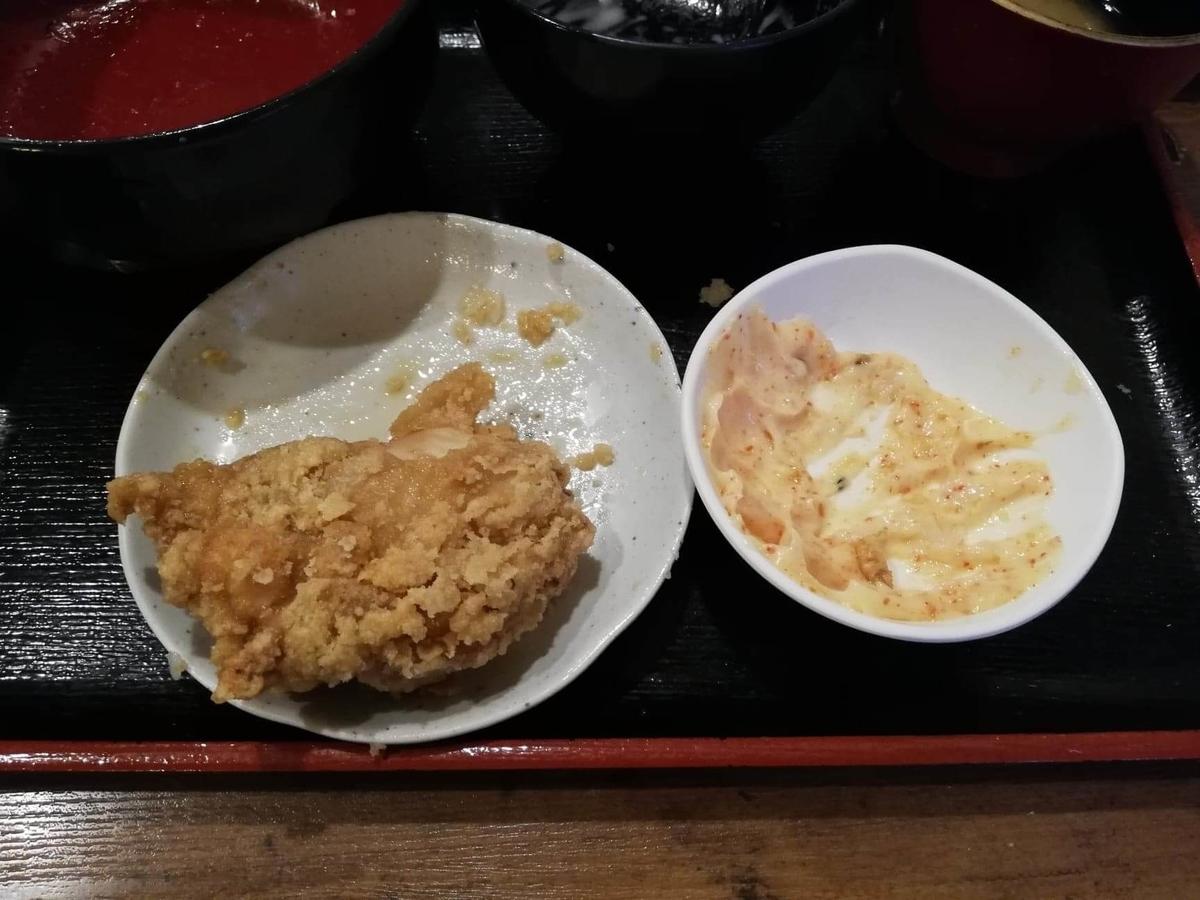 立川『ひなたかなた』の唐揚げとマヨネーズの写真