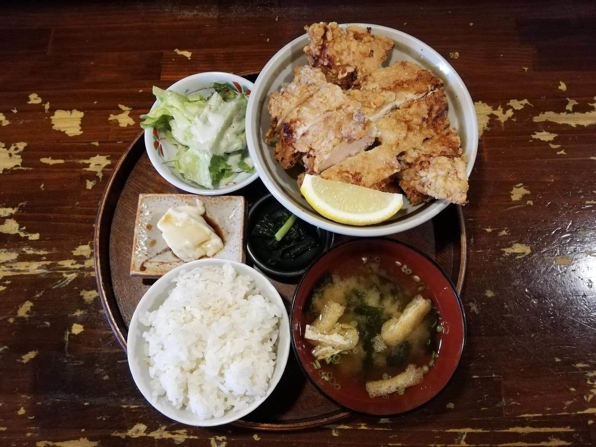 長野県松本市中町通り『食い飲み屋 BUN』の山賊焼き定食の写真