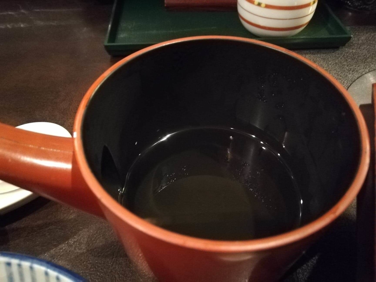 長野県松本市さくら料亭(馬肉料理)『新三よし』のダシ汁の写真