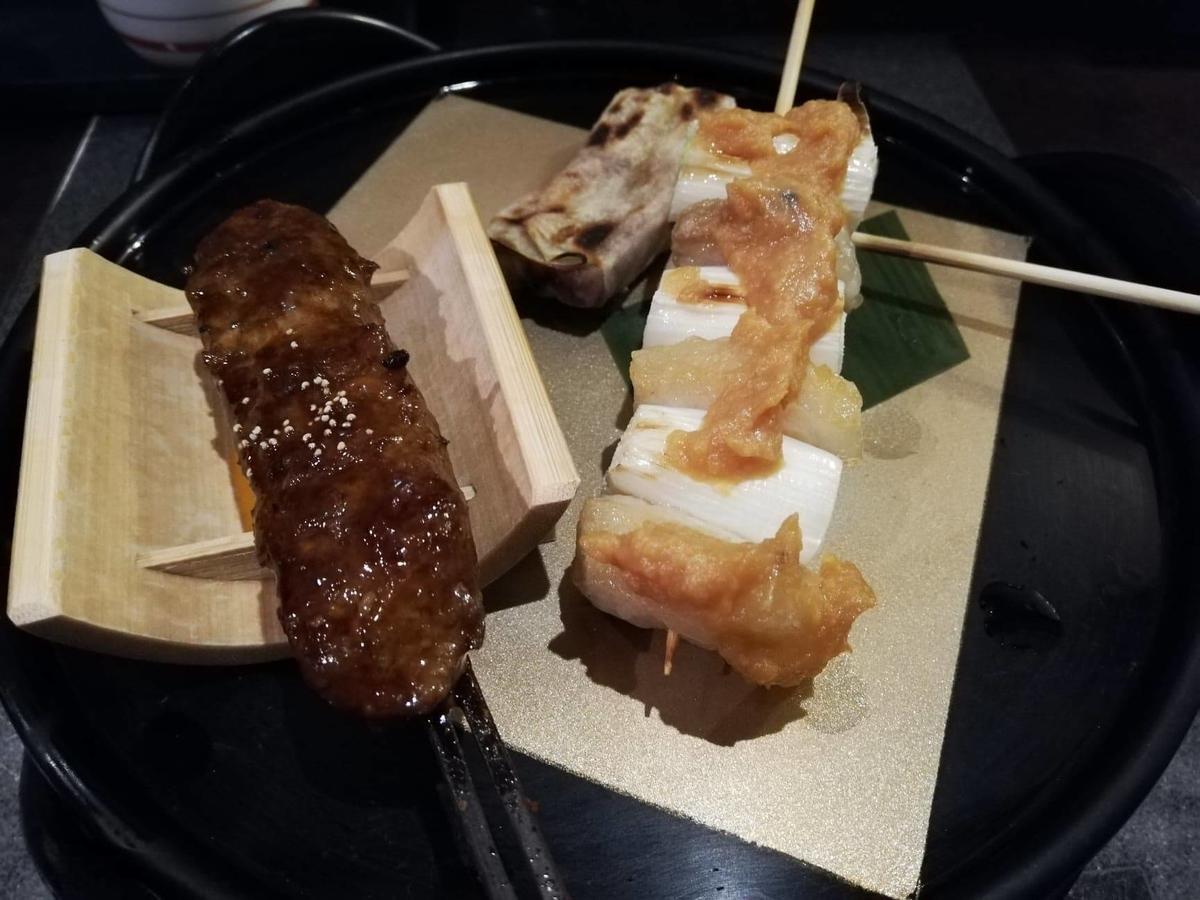長野県松本市さくら料亭(馬肉料理)『新三よし』の串焼き三種セットの写真