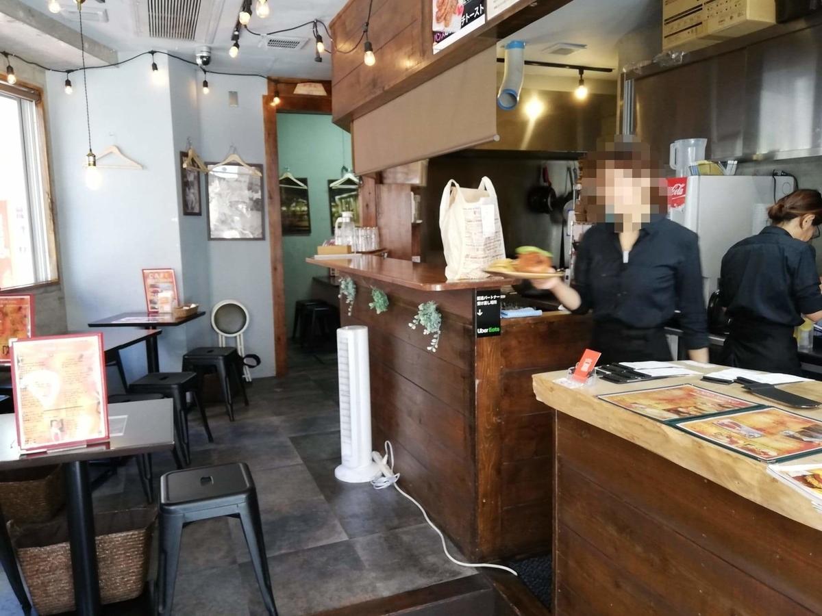 三軒茶屋『CAFE HOME MADE(カフェホームメイド)』の店内写真③