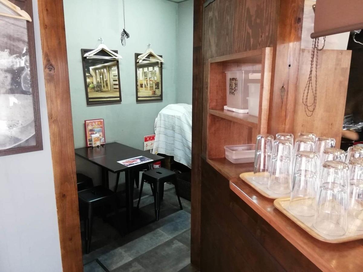 三軒茶屋『CAFE HOME MADE(カフェホームメイド)』の店内写真④
