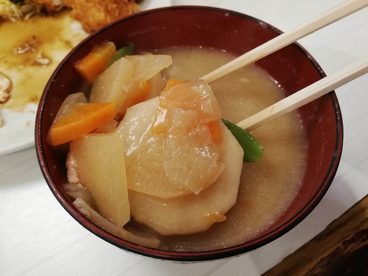 高田馬場『キッチンニュー早苗』の豚汁の写真