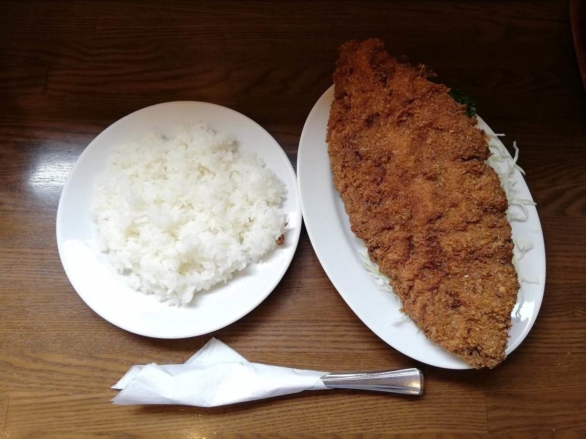 新橋(御成門)『洋食すいす』のメンチカツとライスの写真