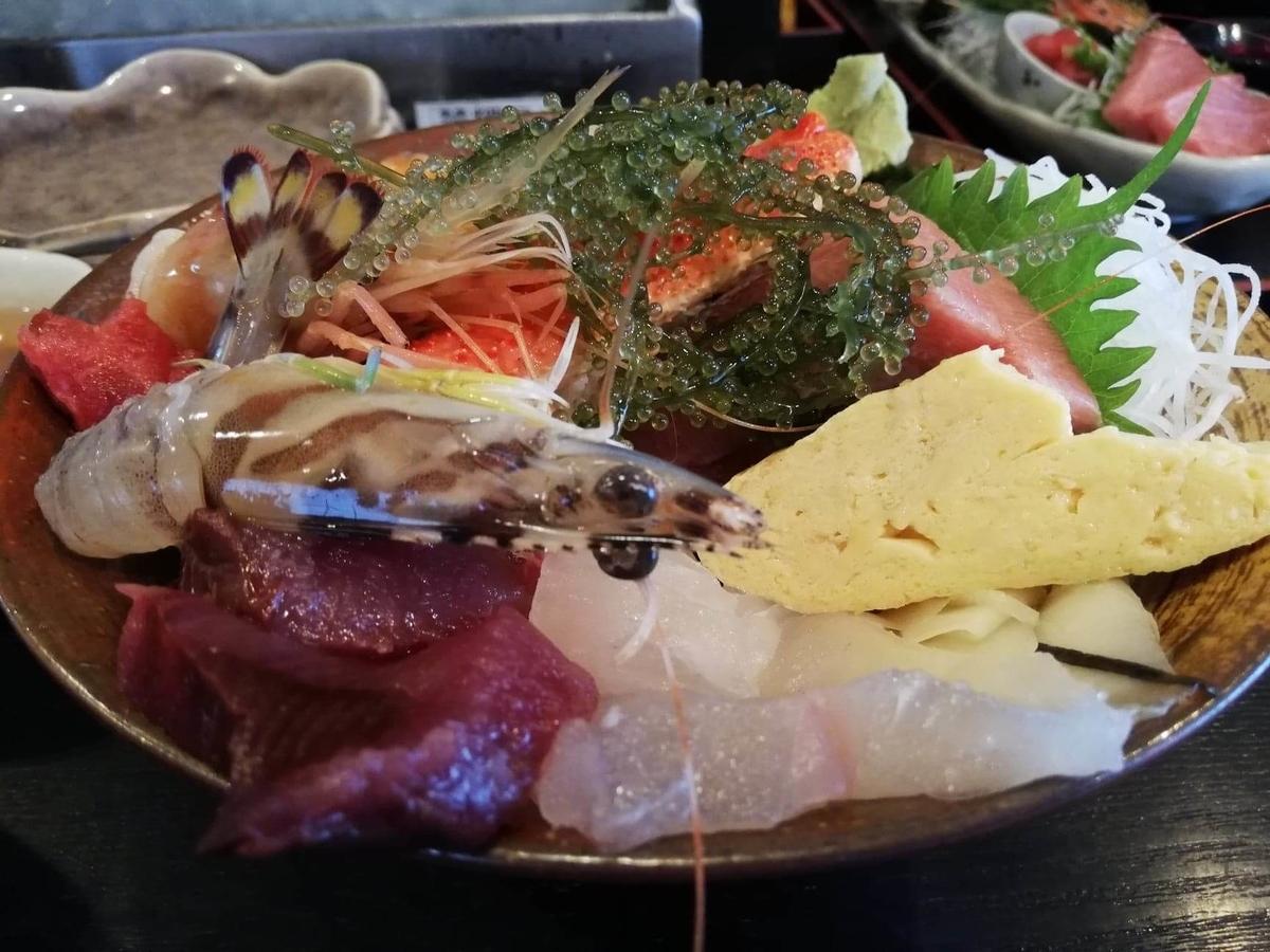 北千住『市場食堂さかなや』の極上海鮮丼のアップ写真③