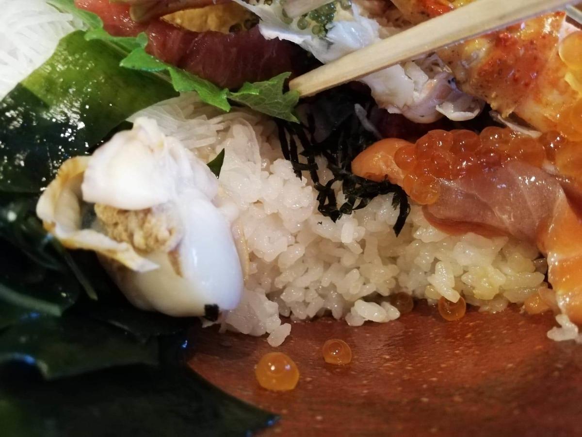 北千住『市場食堂さかなや』の極上海鮮丼のライスの写真