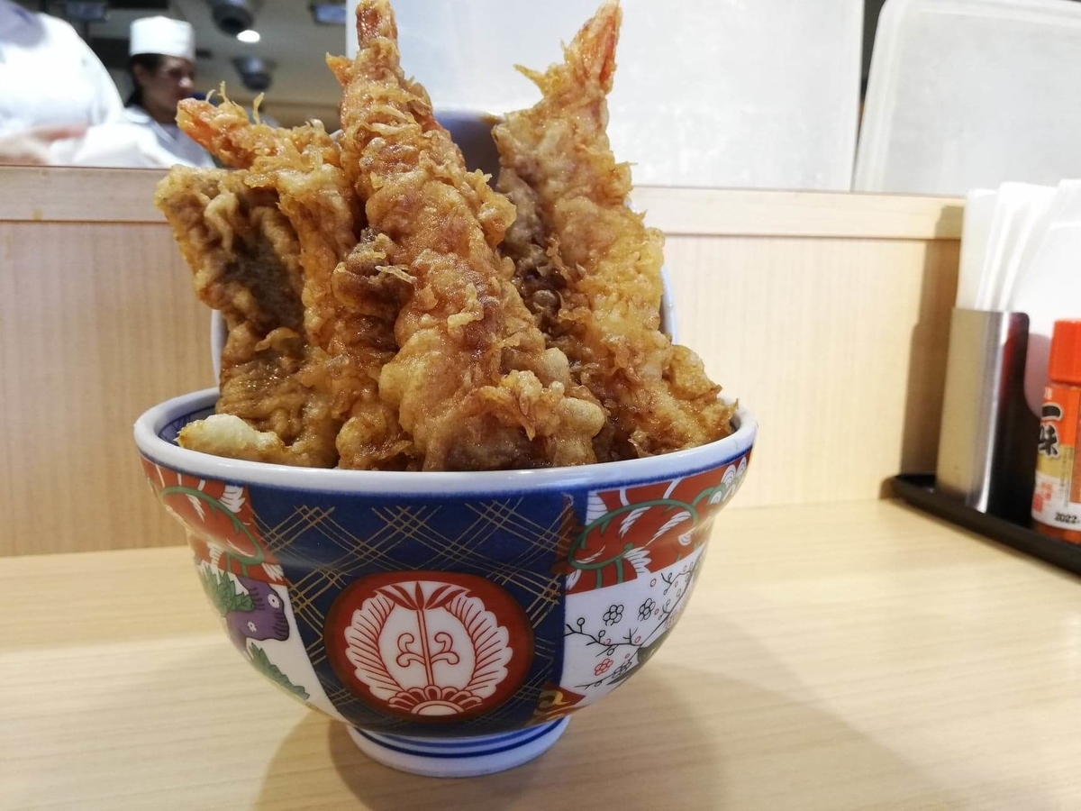 高田馬場『天麩羅えびのや』の海老四本丼の写真