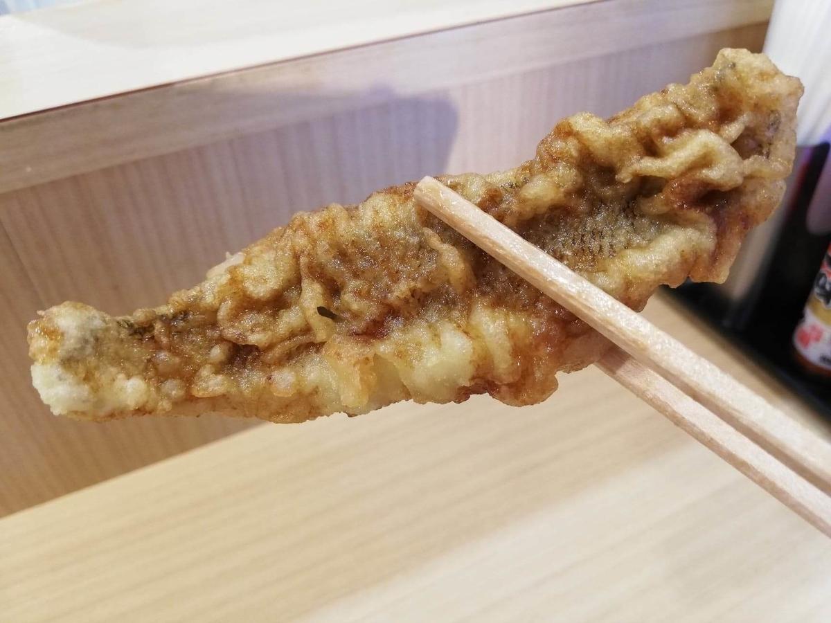 高田馬場『天麩羅えびのや』の白身魚の天ぷらの写真