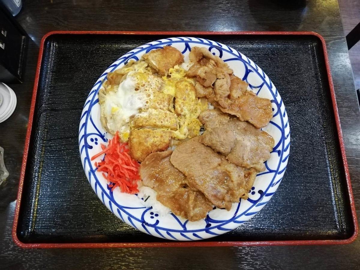 東池袋『伊東食堂』の鳥羽の山丼の写真