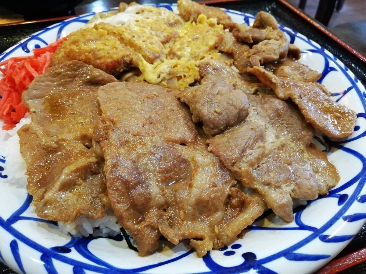 東池袋『伊東食堂』の鳥羽の山丼の焼肉の写真①