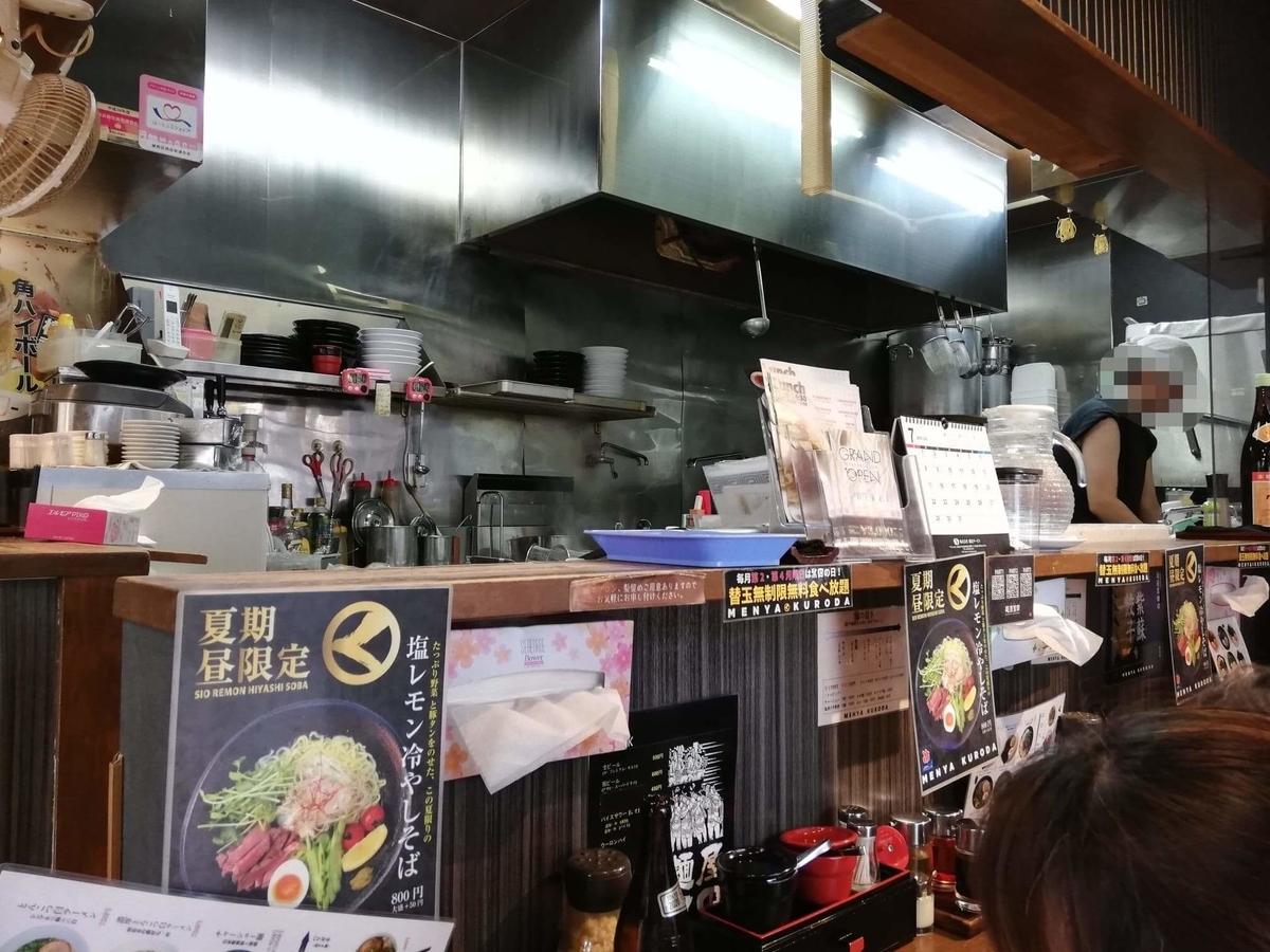 練馬『麺屋黒田』の店内写真②