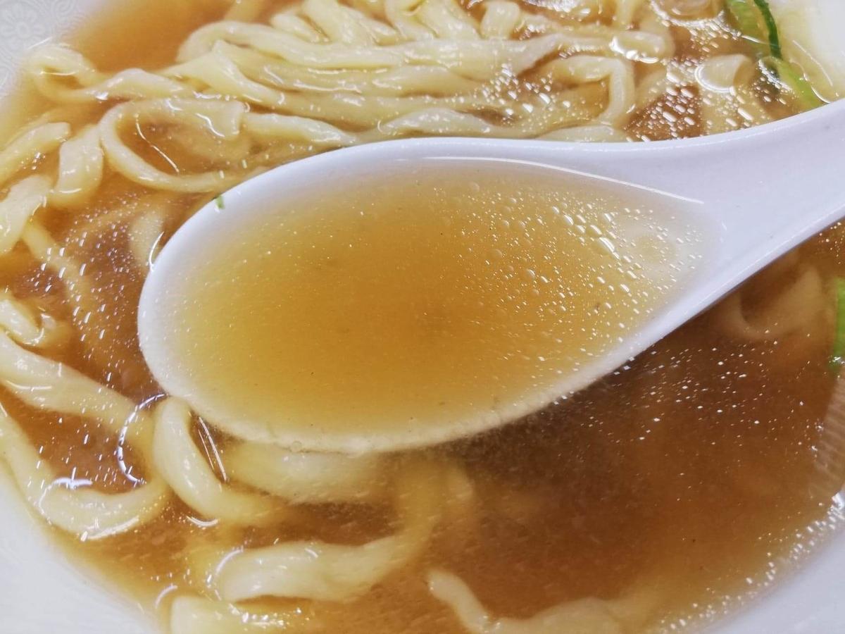 東中野『大盛軒』のラーメンのスープの写真
