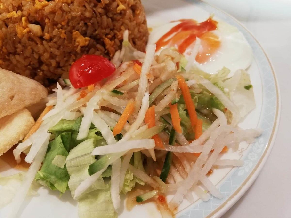盛りもり祭2019『シンガポール海南鶏飯』のサラダの写真