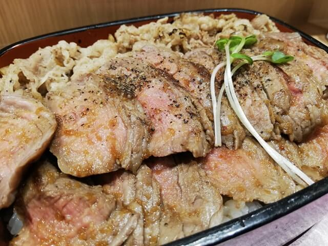 大阪『ビフテキ重・肉飯 ロマン亭』の、ロマン亭錦重のアップ写真