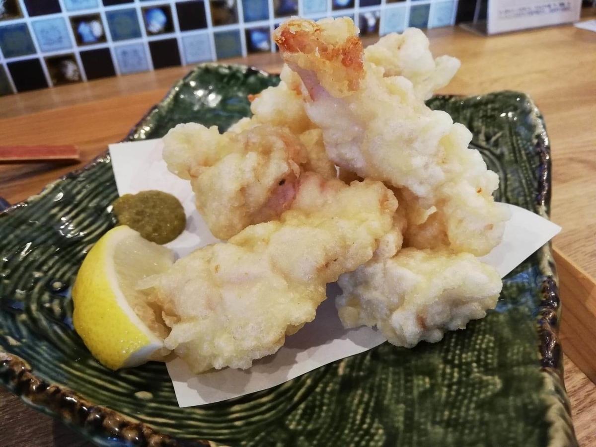 本川越『うどんとお酒土麦』の、鶏天盛の写真