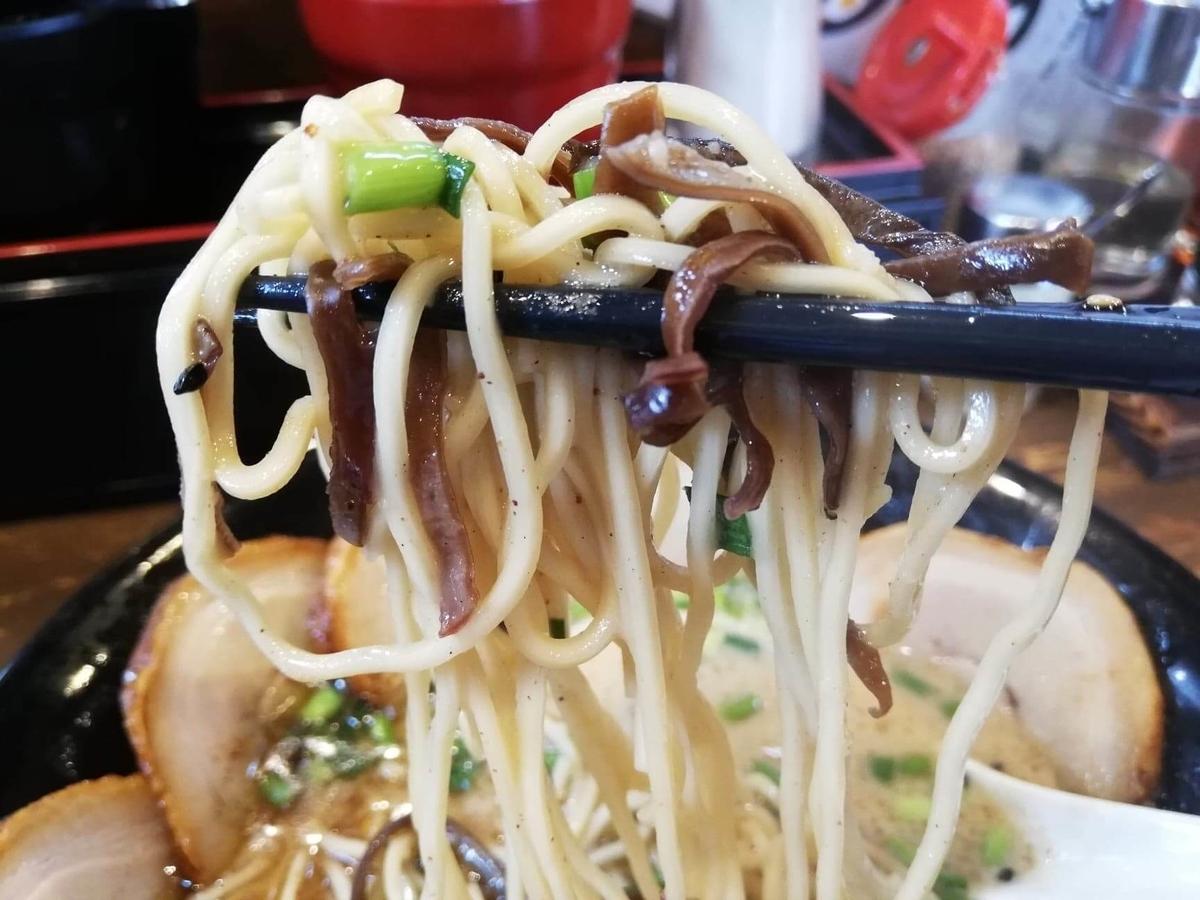 練馬『麺屋黒田』のチャーシュー麺のアップ写真