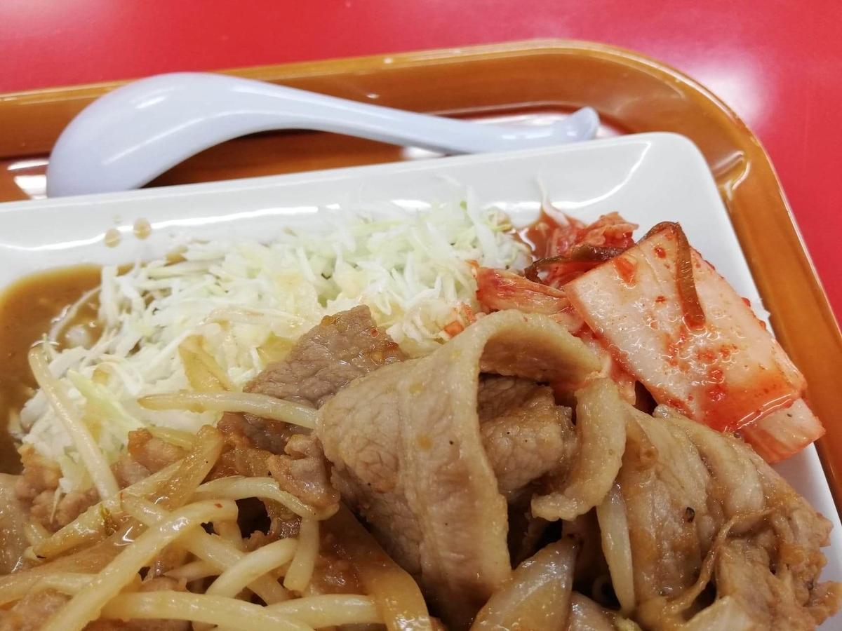 新座『くるまやラーメン』の焼肉定食のアップ写真