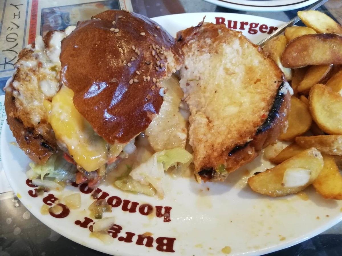 本川越『バーガーカフェホノホノ(BurgerCafe honohono)』のホノホノバーガーの写真