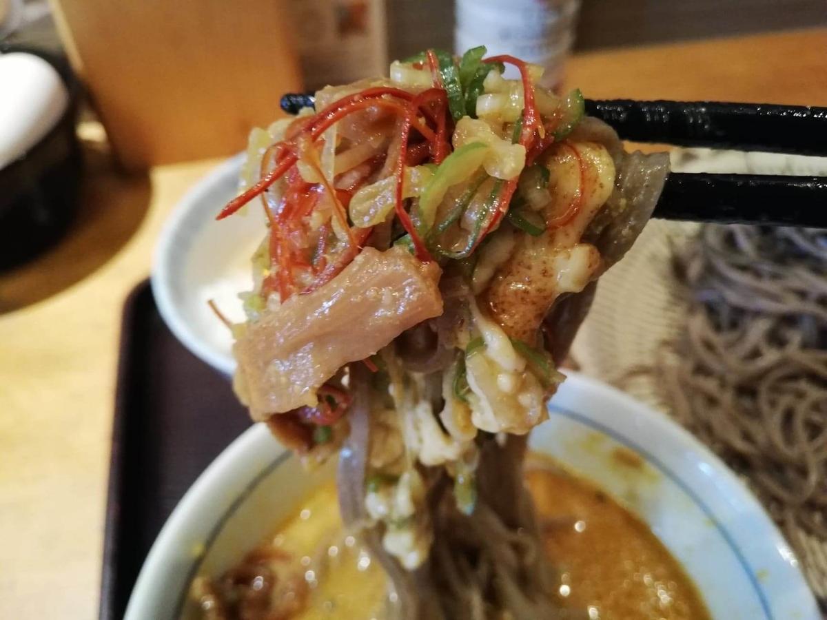 高田馬場『つけ蕎麦安土』の、カレーチーズつけ蕎麦の写真