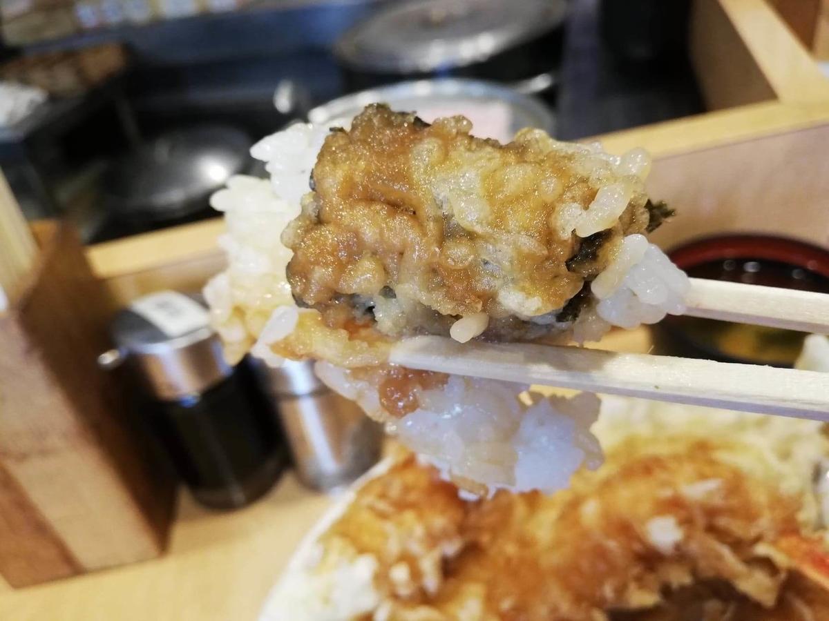 池袋『天丼ふじ』の海苔の天ぷらの写真