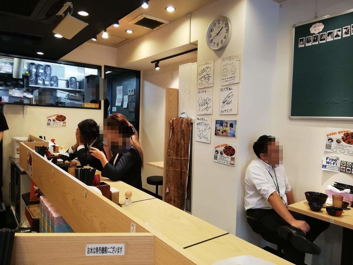 西武新宿『豚大学新宿校舎』の店内写真②