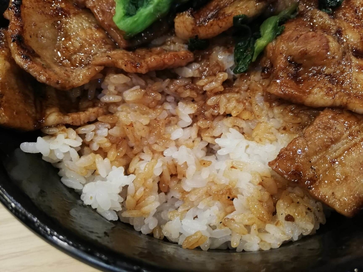 西武新宿『豚大学新宿校舎』の豚丼のアップ写真