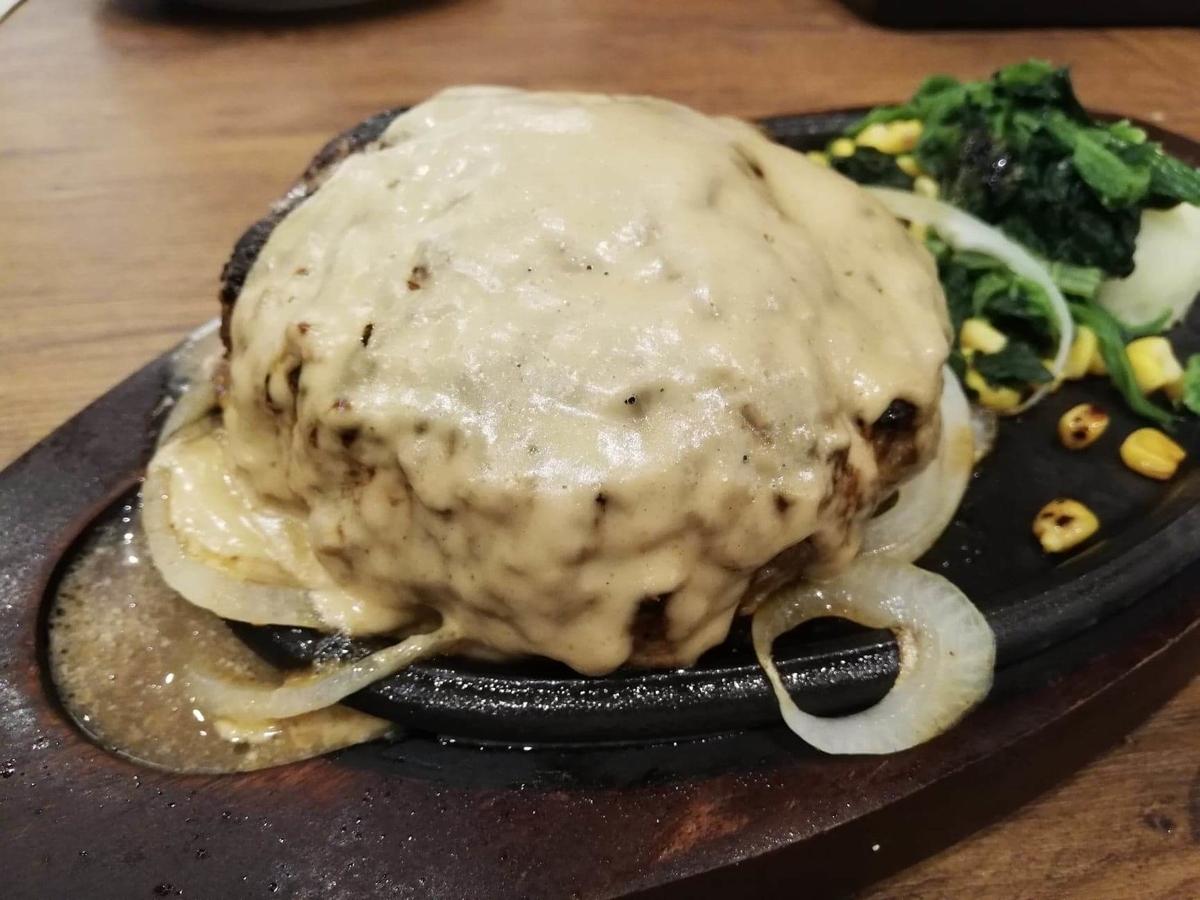 武蔵浦和『ヒーローズ』のハンバーグステーキの写真