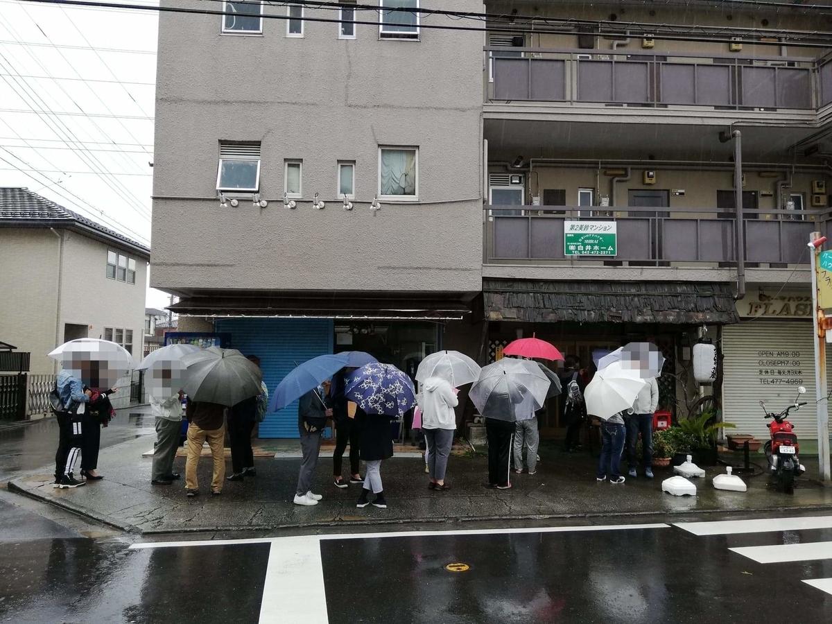 新座(保谷駅)『うどんや藤』の行列写真